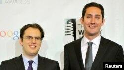 Hai nhà sáng lập Instagram: Mike Krieger (trái) and Kevin Systrom trong một sự kiện ở New York năm 2012.