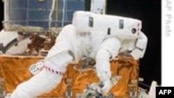 Экипаж «Атлантиса» в открытом космосе