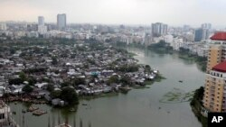 Pemandangan kumuh Korail, salah satu daerah kumuh terbesar di Bangladesh, di kawasan Gulshan, Dhaka, Bangladesh, 16 September 2012. (Foto: dok).