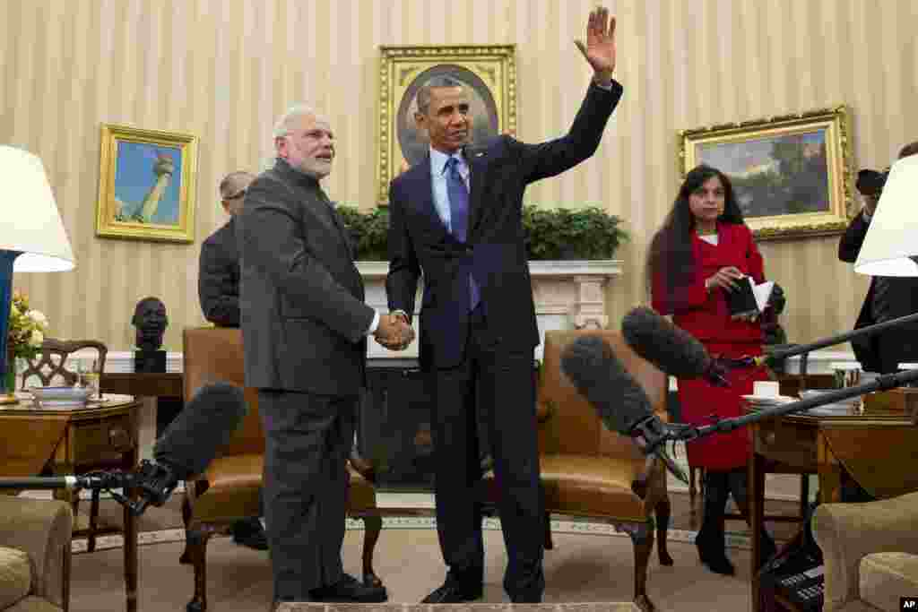 President Barack Obama waves as he meets with Indian Prime Minister Narendra Modi in the Oval Office of the White House in Washington, Sept. 30, 2014.