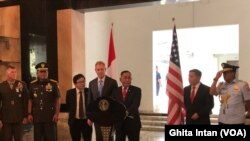 Menhan RI Ryamizard Ryacudu dan Pejabat Menhan AS Patrick Shanahan dalam Konferensi Pers di Kantor Kemenhan RI, Jakarta, Kamis (30/5) (foto: VOA/Ghita Intan )