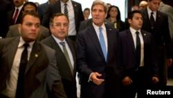 克里国务卿11月3日和埃及外长法赫米举行联合记者会