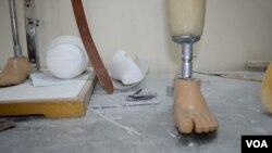 بلوچستان میں معذور افراد کی بحالی کے مرکز میں مصنوعی اعضاء تیار کیے جا رہے ہیں۔