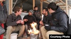 "Para pembuat film ""Salam Neighbor"" bersama para pengungsi di kamp Za'atari, Yordania."