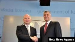 Premijer Kosova Hasim Taci i ministar spoljnih poslova Velike Britanije Vilijam Hejg na konferenciji za novinare u Prištini.