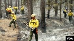 Más de 12.500 residentes han sido evacuados mientras que unas 30 estructuras fueron consumidas por las llamas.