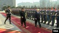 Ministar odbrane SAD Robert Gates i kineski ministar odbrane Laing Guanglie u obilasku počasne jedinice u Pakingu