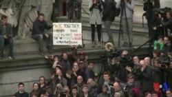 La Belgique observe une minute de silence et rend hommage aux victimes des attentats de Bruxelles