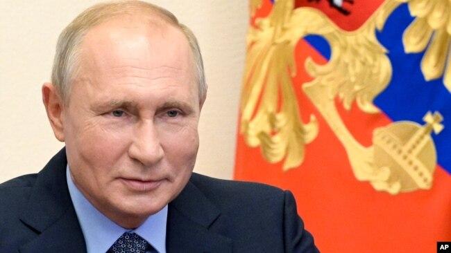 Tổng thống Nga Vladimir Putin nói rằng việc kết nạp Litva, Latvia và Estonia vào Liên Xô đã được thực hiện trên cơ sở hợp đồng, với sự đồng ý của các giới chức dân cử.