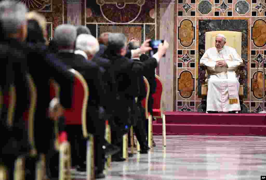دیدار پاپ فرانسیس و دیپلمات ها در نخستین روز های سال نو میلادی.