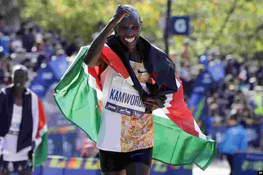 Geoffrey Kamworor of Kenya takes a victory lap after winning the Pro Men's Division of the New York City Marathon, in Central Park, Nov. 3, 2019.
