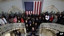 Gradonačelnik Michael Bloomberg sa žrtvama iz Tucsona, Virginia Techa i srednje škole Columbine u Koloradu