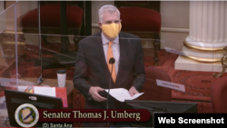 Thượng Nghị sĩ California Thomas Umberg đệ trình Nghị quyết Tháng Tư Đen, ngày 5/4/2021. Photo YouTube Senator Thomas Umberg