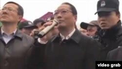 江蘇淮安金湖縣委書記張志勇向民眾喊話,引發民眾一片噓聲。(視頻截圖)