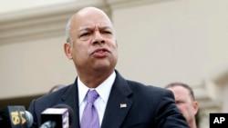 Menteri Keamanan Dalam Negeri AS, Jeh Johnson menyerukan kewaspadaan masyarakat (foto: dok).