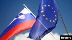 Zastave Slovenije i EU