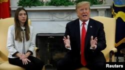 Predsjednik SAD Donald Trump tokom sastanka sa Fabianom Rosales, suprugom venecuelanskog opozicionog lidera Juana Guaida, u Bijeloj kući u Washingtonu, 27. marta 2019.