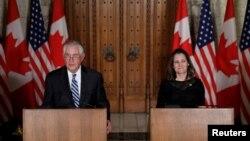 Ngoại trưởng Mỹ Tillerson, Ngoại trưởng Canada Chrystia Freeland họp báo ở Ottawa, Ontario, 19/12/2017