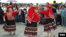 Los asistentes podrán disfrutar de un día lleno de música y comida latinoamericana.