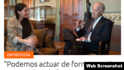 El vicepresisdente Joe Biden conversa con la disidente cubana, Yoani Sanchez en Washington. [Foto publicada en 14ymedio].