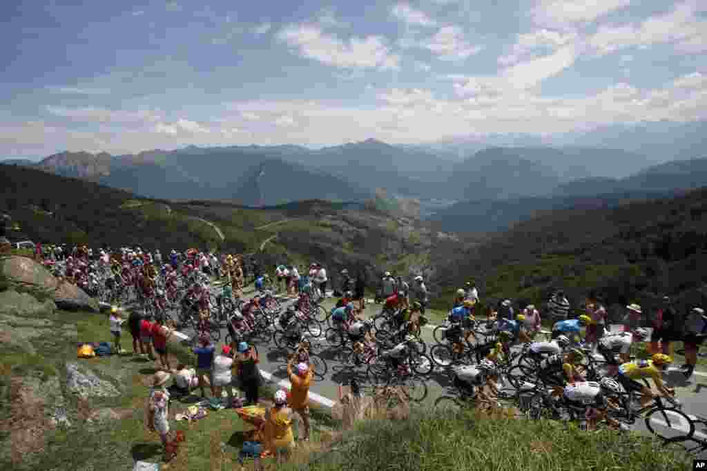 The pack with Britain's Geraint Thomas, wearing the overall leader's yellow jersey, climb Col du Tourmalet pass during the nineteenth stage of the Tour de France cycling race over 200.5 kilometers (124.6 miles) with start in Lourdes and finish in Laruns, France.