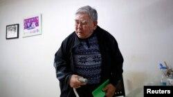 Jang Choon, yang terpilih sebagai salah satu dari 82 peserta reuni keluarga di Korea Utara, Kamis (20/2), bersiap di rumahnya di Namyangju, timur Seoul. (Reuters/Kim Hong-Ji)