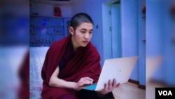 西藏之声图片 西藏22岁僧人嘉央洛色