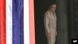 프라윳 찬 오차 태국 총리가 이달 초 제복 차림으로 수도 방콕의 정부종합청사에 들어서고 있다.