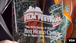 塞多纳电影节的世界电影奖座(美国之音国符拍摄)