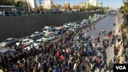 معترضان به گرانی بنزین در اصفهان - شنبه ۲۵ آبان