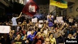 Des milliers de manifestants protestent dans les rues de Al-Hoceïma, au Maroc, le 1er juin 2017.