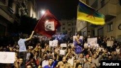 Des milliers de manifestants protestent dans les rues de Al-Hoceïma, au Maroc, le 1er juin 2017. (REUTERS/Youssef Boudlal)