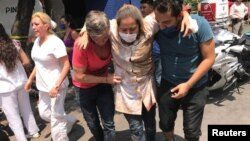 صدها نفر در این زلزله زخمی شده اند