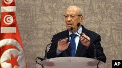 지난 24일 튀니지 튀니스에서 카이드 에셉시 신임 대통령이 기자회견을 하고 있다.