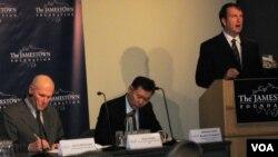 Глен Ховард (слева), Кайрат Умаров и Фредерик Старр