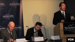 Глен Ховард выступает на конференции в Вашингтоне