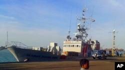 """La imagen capturada de un video muestra el barco estadounidense """"MV Seaman Ohio"""" detenido en el puerto de Tuticorin en Tamil Nadu, India."""