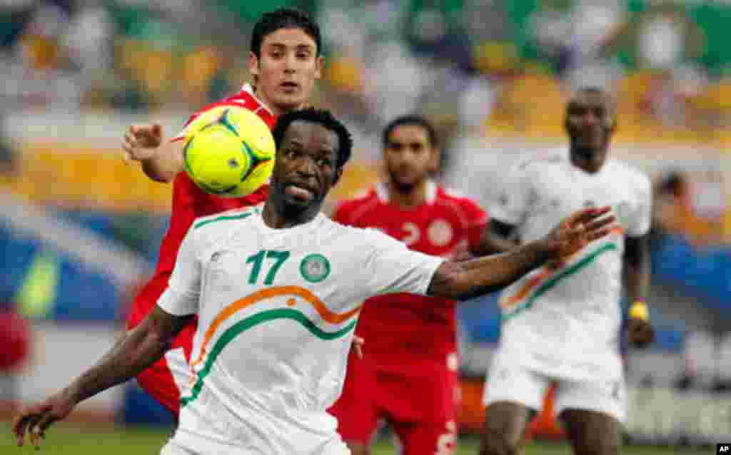 Niger's Tonji controls the ball under pressure during their African Cup of Nations soccer match against Tunisia in Libreville