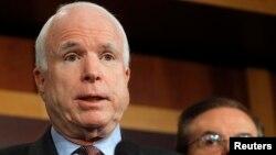El acuerdo se logró gracias a la mediación del senador republicano John McCain.