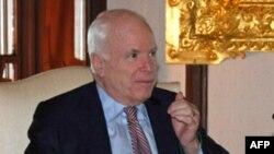 Thượng nghị sĩ McCain nói ông sẽ hối thúc các lãnh đạo của tân chính phủ Miến Điện trả tự do cho khoảng 2.000 tù nhân chính trị