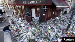 "People mourn outside ""Le Carillon"" restaurant a week after a series of deadly attacks in Paris, Nov. 22, 2015."