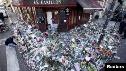 Hommage aux victimes du Carillon, le 22 novembre 2015. (REUTERS/Charles Platiau)