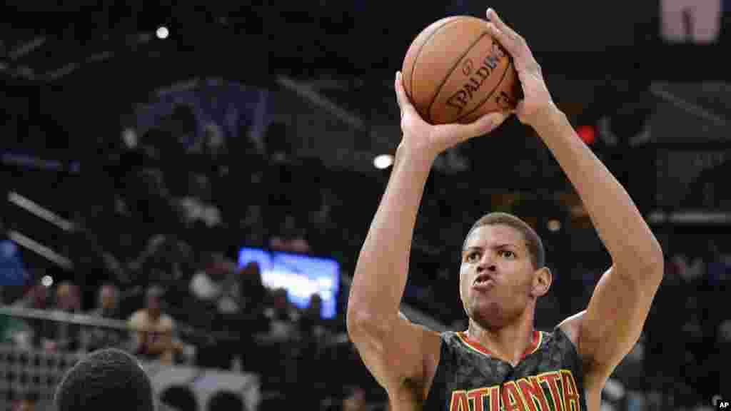 Walter Samuel Tavares,est un joueur cap-verdien de basket-ball. Il évolue au poste de pivot pour les Atlanta Hawks.