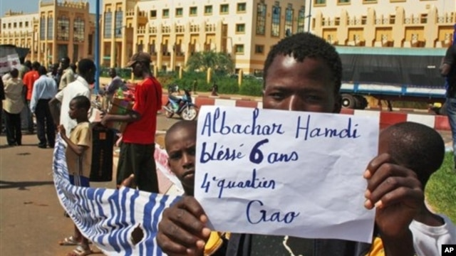 Northern Malians call for liberation of the rebel-occupied north, Bamako, June 27, 2012.