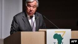 Le Secrétaire général des Nations Unies, Antonio Guterres, prononce son discours lors de l'ouverture et de la première session de la Conférence internationale de Tokyo sur le développement de l'Afrique (TICAD) à Yokohama le 28 août 2019.