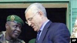 Saïd Djinnit (à dr.) estime qu'il faut rester unis face à la menace des FDLR (AP)