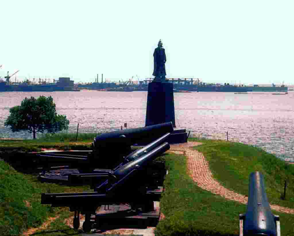 "Where Francis Scott Key saw ""the rockets' red glare"" – Fort McHenry's cannons look out on Baltimore's wide harbor. © Steve Ember"