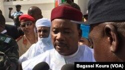 Le président Mahamadou Issoufou vient de voter pour le second tour de la présidentielle, le dimanche 20 mars 2016.