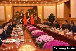 Delegations headed by Chinese President Xi Jinping and Pakistani Prime Minister Imran Khan meet Beijing China, Nov. 2, 2018. (Source - Pakistani Prime Minister's Office via Ayaz Gul)