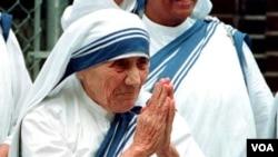 Mama Teresa wakati wa uhai alitumikia masikini.